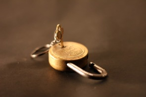 3478-lock-and-key-gold