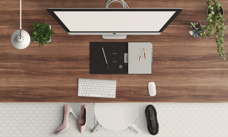 desk-1222899_960_720