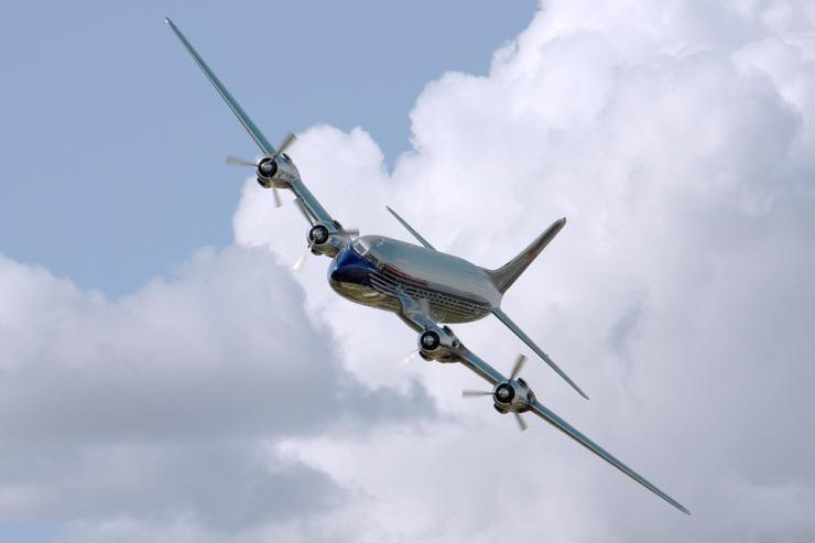 plane-409047_960_720