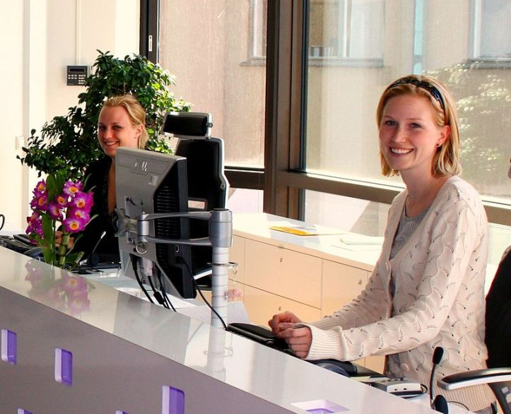 800px-Receptionists