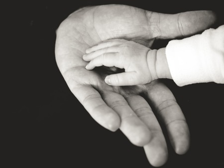 hands-918774_960_720
