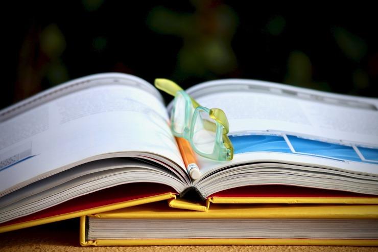 books-2957763_1280